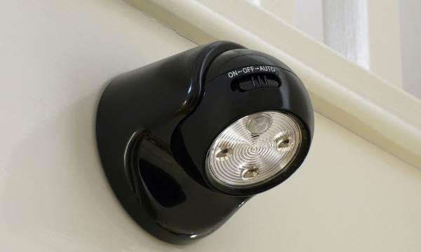 Détecteur de mouvement intérieur avec une lampe